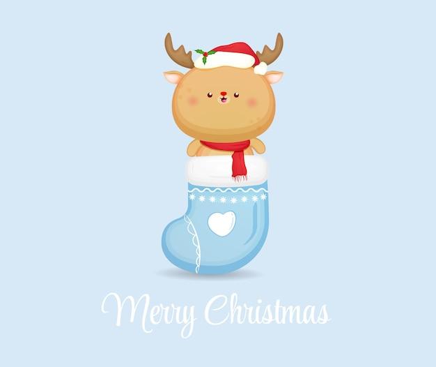 Симпатичный рождественский олень в носке для счастливого рождества premium векторы