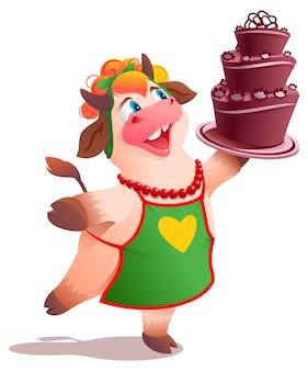 エプロンでかわいい牛の主婦が美味しいチョコレートケーキを焼きました。白い漫画イラストで隔離