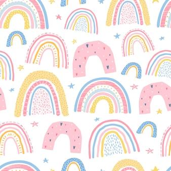 Милый, нежный бесшовный узор с радугой. иллюстрация для дизайна детской комнаты. вектор