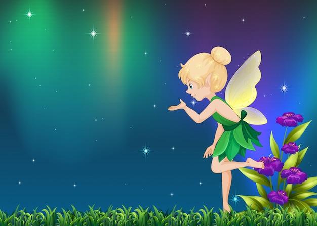 かわいい妖精が夜の庭で飛んで