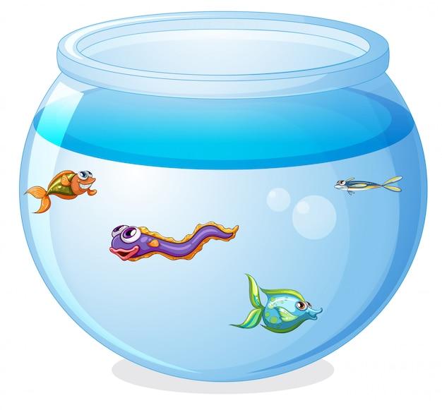 Симпатичные рыбки в мультяшном танке изолированы