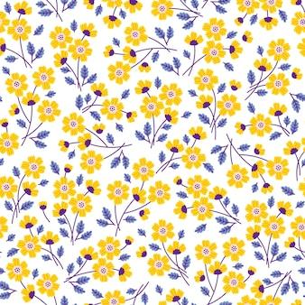 小さな黄色い花のかわいい花柄。シームレスなテクスチャ。白色の背景。