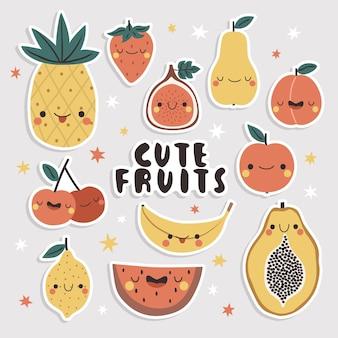 귀여운 과일 스티커 세트. 재미있는 얼굴로 만화 파파야, 망고, 사과, 배, 무화과, 파인애플, 바나나 및 복숭아.
