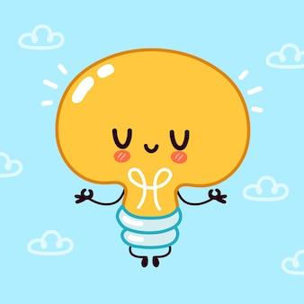Симпатичная забавная лампочка, персонаж лампы медитирует.