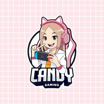 Симпатичная девушка-геймер играет на шаблоне логотипа портативного устройства