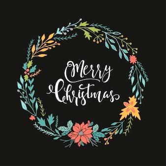 검은 배경에 화환과 손으로 그린 크리스마스 글자가 있는 귀여운 선물 카드. 견적, 티셔츠 디자인 또는 가정 장식 요소가 있는 포스터로 사용할 수 있습니다. 벡터 타이포그래피. 쉽게 편집 가능한 템플릿입니다.