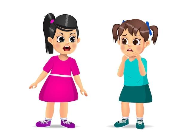 かわいい女児が怒って、小さな女の子に叫ぶ。孤立した