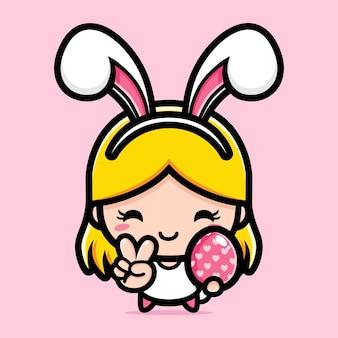 행복 한 부활절 장식 달걀을 들고 토끼 의상에서 귀여운 소녀