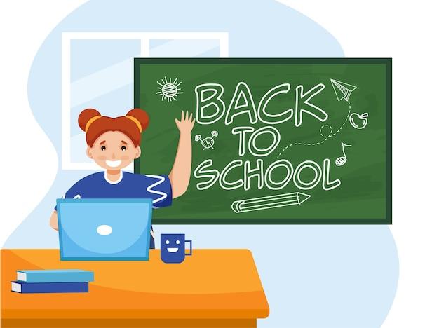 かわいい女の子は、緑の黒板に学校に戻るテキストを示すテーブルでノートパソコンを使用します。