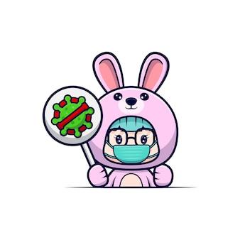 위험한 바이러스를 예방하기 위해 마스크를 쓰고 토끼 의상을 입은 귀여운 소녀
