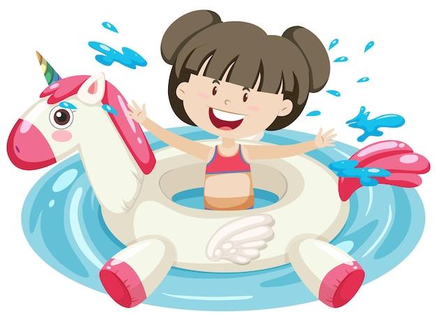 分離された水にユニコーンの浮き輪を持つかわいい女の子