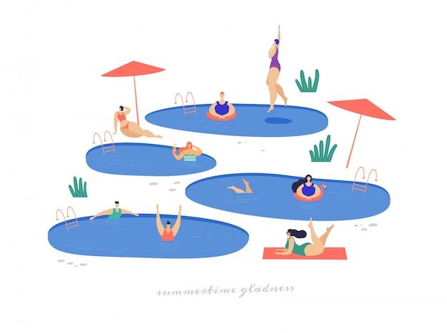 Симпатичные девушки у бассейна отдыхают и проводят досуг на свежем воздухе.