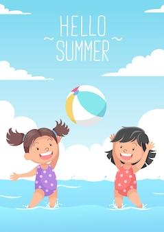 Милые девушки играют в пляжный мяч привет лето