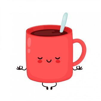 かわいい幸せな面白いコーヒー・マグは瞑想します。漫画キャラクターイラストアイコンデザイン。白い背景で隔離