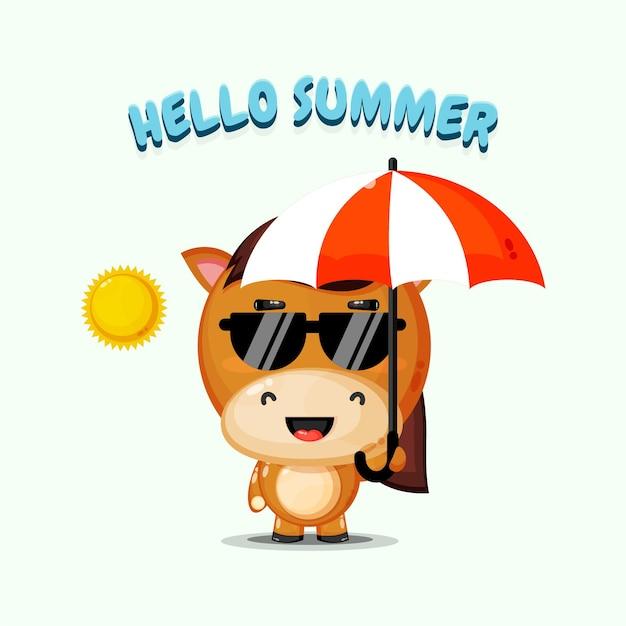 Симпатичная лошадь-талисман с зонтиком и летним поздравлением