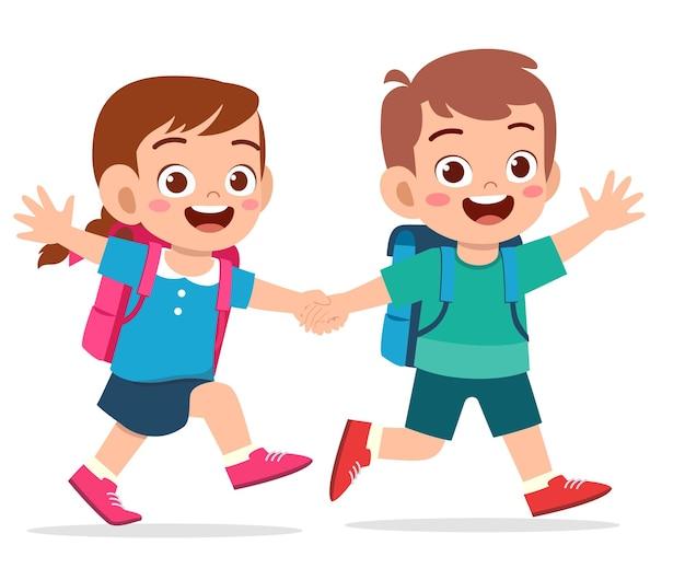 手をつないでかわいい子供の男の子と女の子と一緒に学校に行く