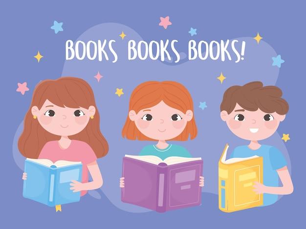 열린 책을 가진 귀여운 아이들이 읽고 배우고 교육 만화를 공부합니다.