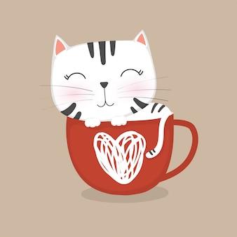 Милый котенок спит в кофейной чашке