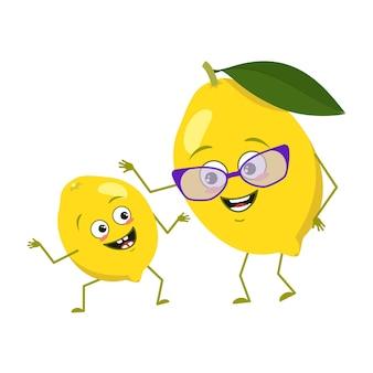 Симпатичные лимонные персонажи с эмоциями, лицом. смешные бабушка и внук с руками и ногами. весеннее или летнее украшение. счастливый цитрусовый герой, желтые фрукты. векторная иллюстрация плоский