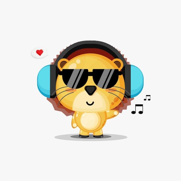 귀여운 사자 흰색 절연 음악을 듣고있다
