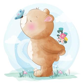 Милый маленький медведь и бабочки