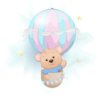 Милый маленький медведь летит на воздушном шаре, изолированном на белом