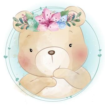 Милый маленький медведь с цветочным портретом