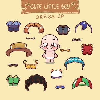 Милый маленький мальчик одевается в шкаф