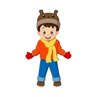 冬の服を着たかわいい男の子