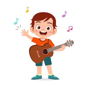 콘서트 그림에서 귀여운 작은 소년 플레이 기타