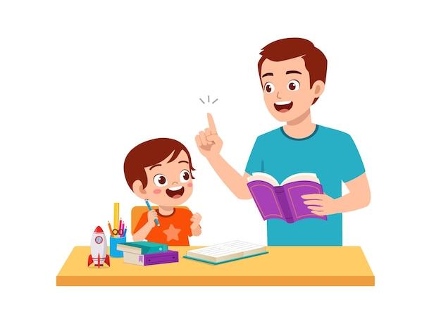 함께 집에서 아버지와 함께 귀여운 소년 연구