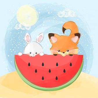 かわいいウサギとキツネがスイカを食べる