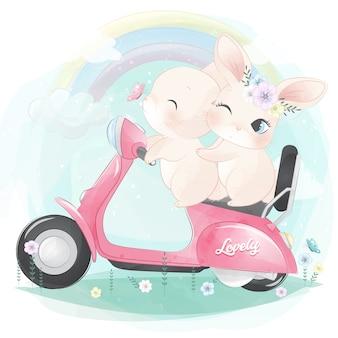 Милый маленький кролик на мотоцикле