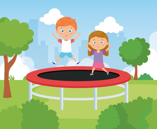 트램폴린 점프 게임에서 귀여운 어린 아이
