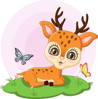 草の中に座っているかわいい鹿