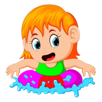 Симпатичная девочка плавает в кольцо в бассейне