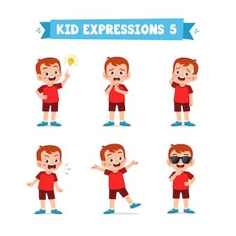 Милый маленький мальчик в различных выражениях и жестах