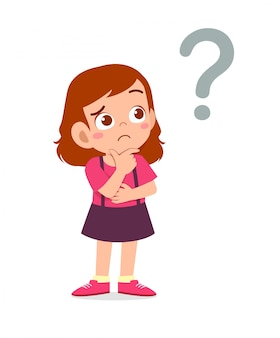 Милый маленький ребенок девочка думает с вопросительным знаком