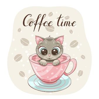 Милый маленький котенок в розовой чашке кофе с рисованной надписью «время кофе»
