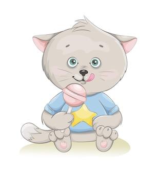Милый маленький котенок сидит с конфетой