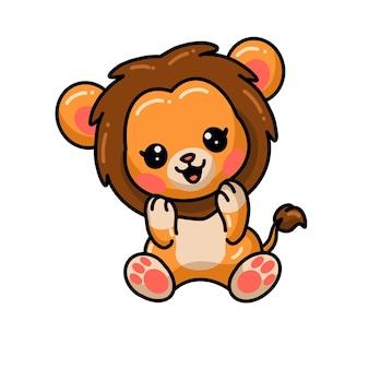 かわいい小さなライオンの漫画が座っています