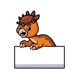 Милый маленький мультфильм динозавра пахицефалозавра с пустым знаком