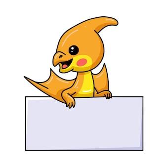 Милый маленький мультфильм птеродактиля динозавра с пустым знаком