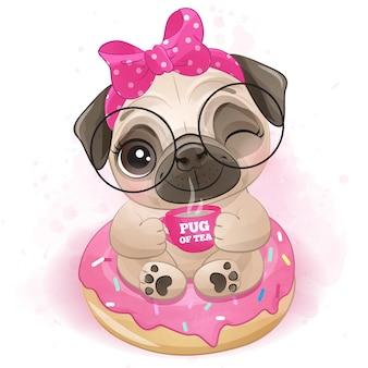 Милый маленький мопс сидит в пончике
