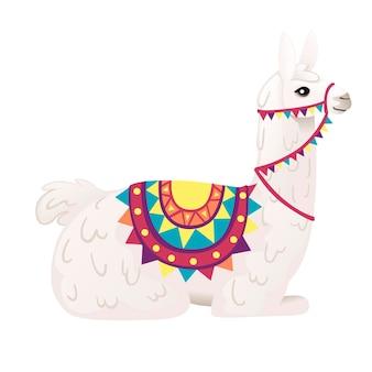 흰색 배경 측면 보기에 격리된 패턴 만화 동물 디자인 평면 벡터 삽화가 있는 장식용 안장을 입고 바닥에 앉아 있는 귀여운 라마.