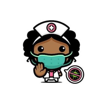 Милая медсестра в маске с позой стоп-вируса