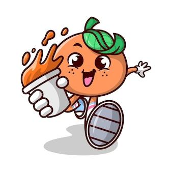 Милый оранжевый мультфильм талисман бежит и приносит стакан апельсинового сока