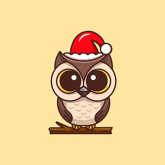 Милая сова в шляпе санта-клауса