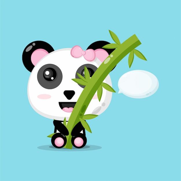 かわいいパンダが竹を抱きしめる