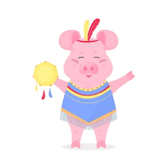머리에 깃털이 있고 탬버린이 달린 인디언 양복을 입은 귀여운 돼지. 재미있는 돼지. 중국 설날의 상징